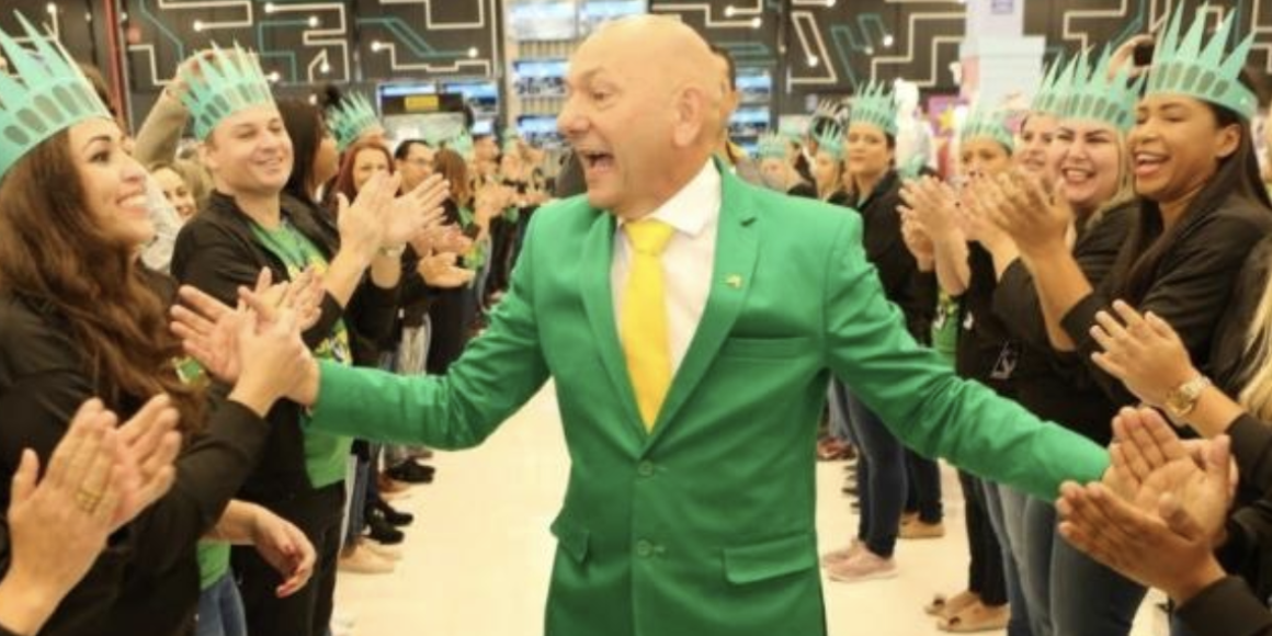 """Boulos: """"Elite do atraso e da morte"""" foi bater palmas para Bolsonaro em jantar"""