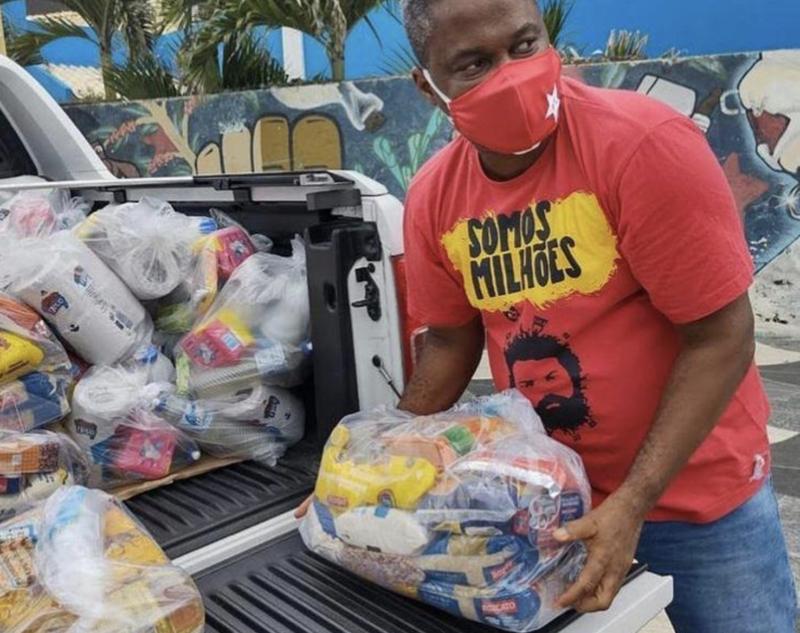 PT de Salvador vai às ruas ajudar os pobres: duas toneladas de alimentos em 4 horas