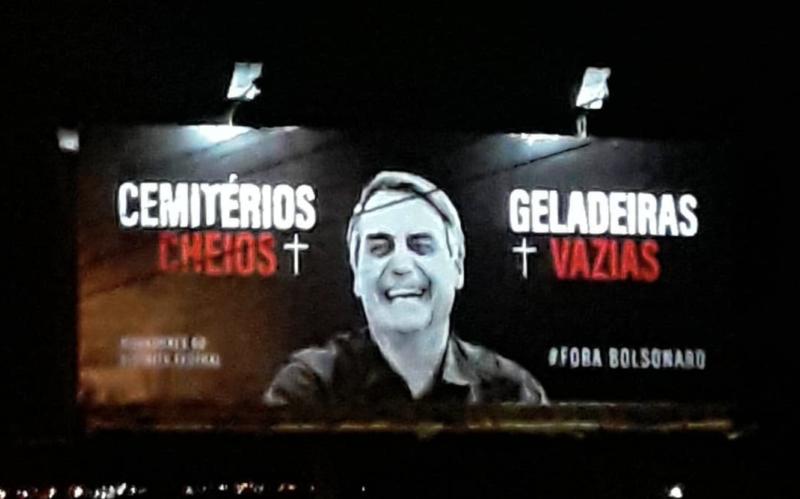 Professor do DF faz campanha por outdoors denunciando Bolsonaro