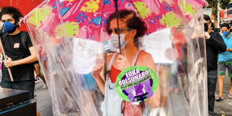 Nanan Falcão fez performance em protesto pelo impeachment de Bolsonaro