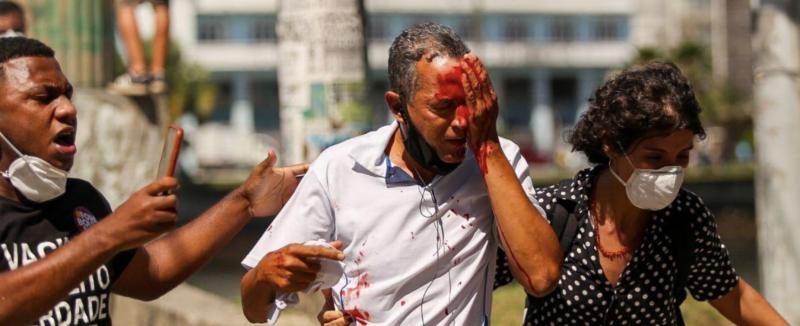 Governador de Pernambuco pede a secretário que identifique e puna PMs que reprimiram manifestação pacífica contra Bolsonaro