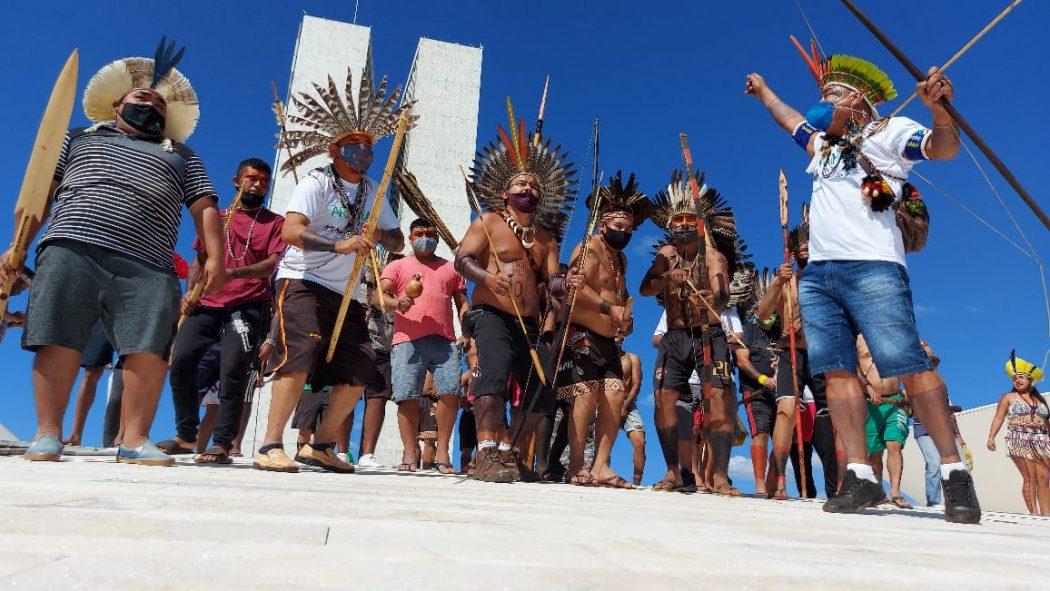 """Indígenas ocupam cúpula do Congresso contra PL 490: """"Estamos aqui porque não temos mais escolha""""; vídeo"""