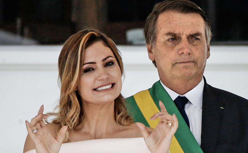 Hipótese da PF é que Bolsonaro tentou golpe usando as redes sociais, diz o UOL