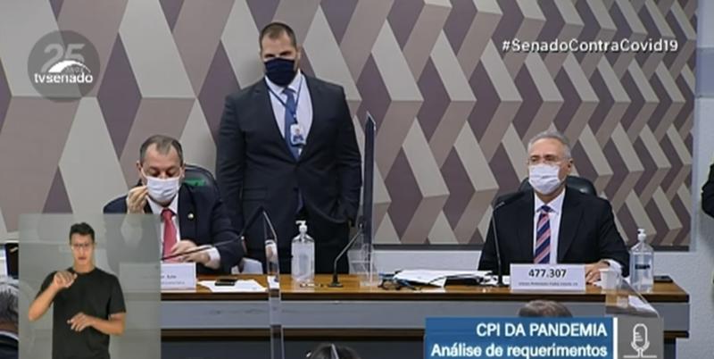 Chamado de covarde, Otto Alencar parte para briga com governista na CPI depois de convocação que investigará morte de parturientes; veja