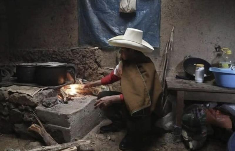 Pedro Castillo convoca mobilização popular para garantir que não haja golpe no Peru; prioridade é combate à fome