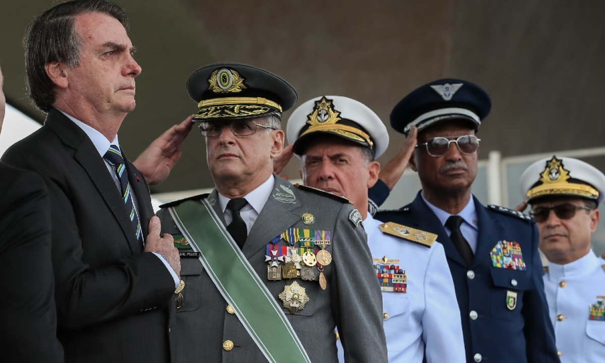 Bolsonaro, biombo do governo militar, é tão culpado pelo morticínio quanto as Forças Armadas
