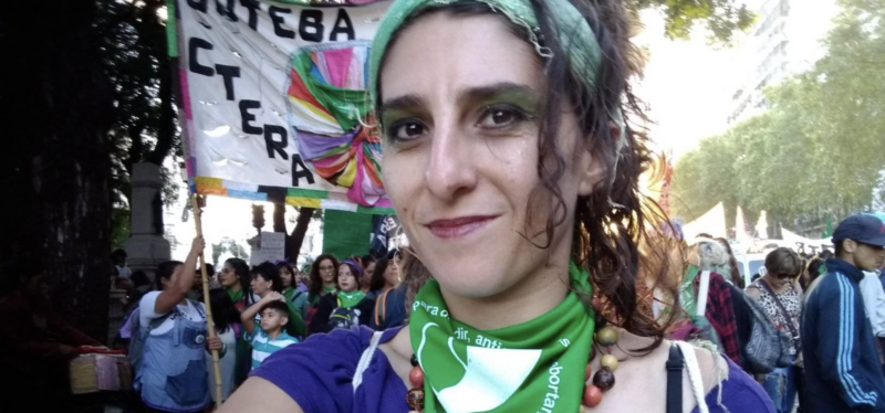 """Atriz Amanda Freire: Governo corta auxílio emergencial de mães solo sem qualquer explicação; """"desesperador"""""""