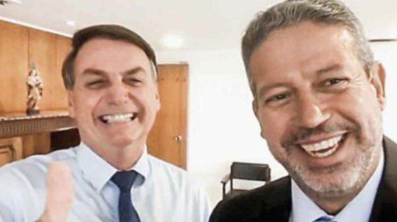 Aldemario Araujo Castro: Se gritar pega Centrão… (vejam o general cantando)