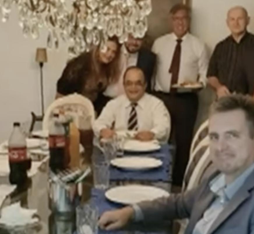"""Coronel Helcio de Almeida, da ONG Força Brasil, diz que não jantou com Dominghetti, mas foto mostra encontro dos dois: """"Era almoço""""; acompanhe ao vivo"""