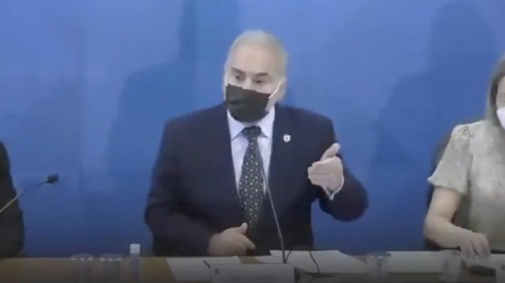 Queiroga espalha pânico e Vecina diz que ministro se dobrou ao negacionismo só para manter o cargo; vídeos