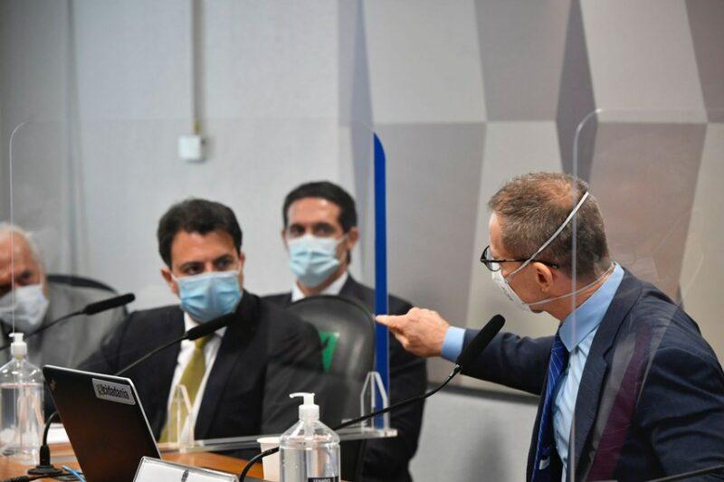 """Com altivez e dignidade, senador Contarato detona ataque homofóbico de Fakhoury: """"Um gigante"""", diz o cineasta Sílvio Tendler; vídeo"""
