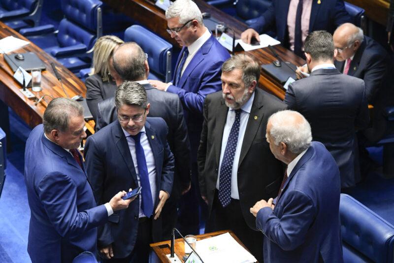 Senadores paranaenses apoiam procurador demitido pelo Conselho Nacional do Ministério Público devido a outdoor