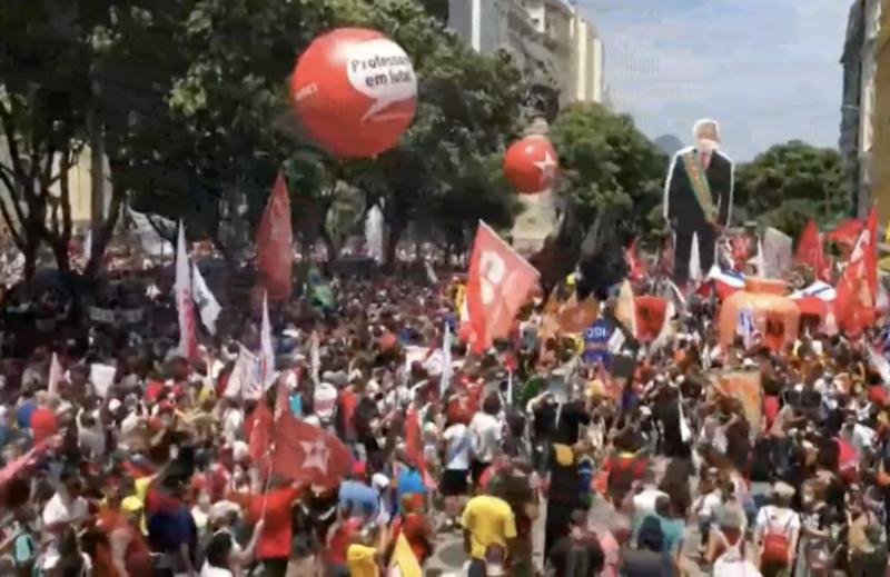 Manifestação Fora Bolsonaro bomba no Rio; veja imagens da concentração