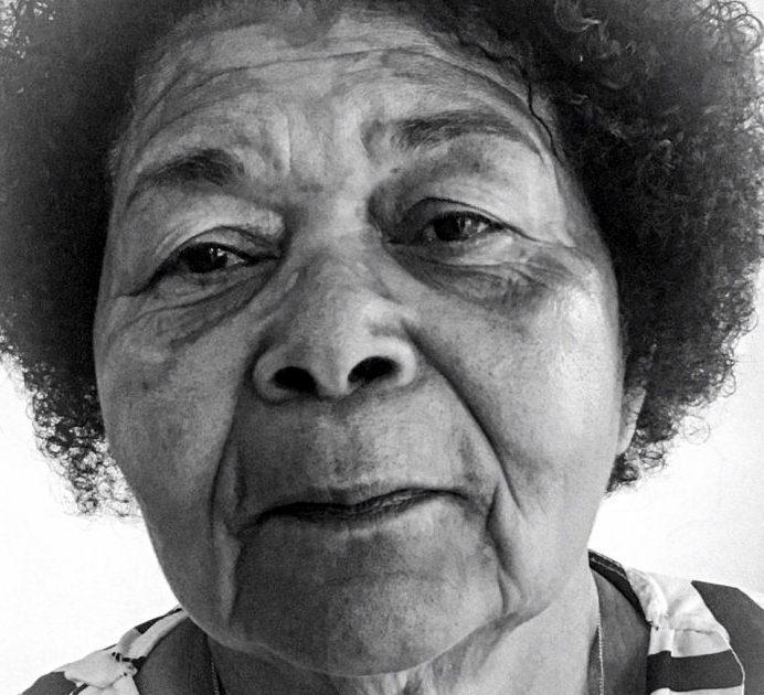 Nathália Machado: Aos 71 anos, a faxineira Dona Maria passa em faculdade pública e vira universitária