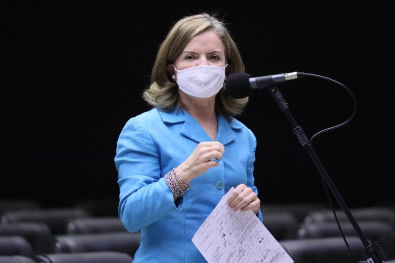 Gleisi apresenta projeto para manter abertos leitos de covid e garantir cirurgias e exames represados na pandemia